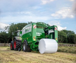 Farmers splashing out on their own gear need to ask themselves how much it is costing to harvest and ensile a tonne of silage or spread a thousand gallons of slurry.jpg